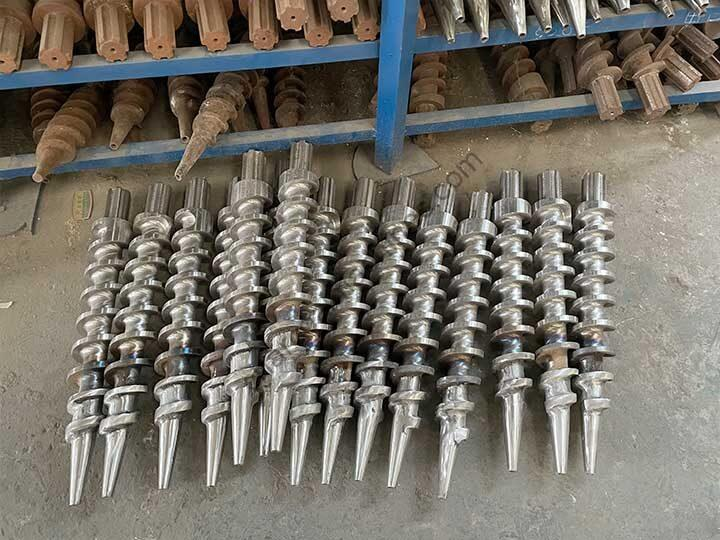 replaceable screw propellers of the briquettes extruder