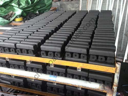quadrangular charcoal briquettes