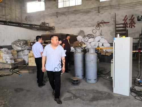 India-customers-for-visiting-charcoal-machine-factory