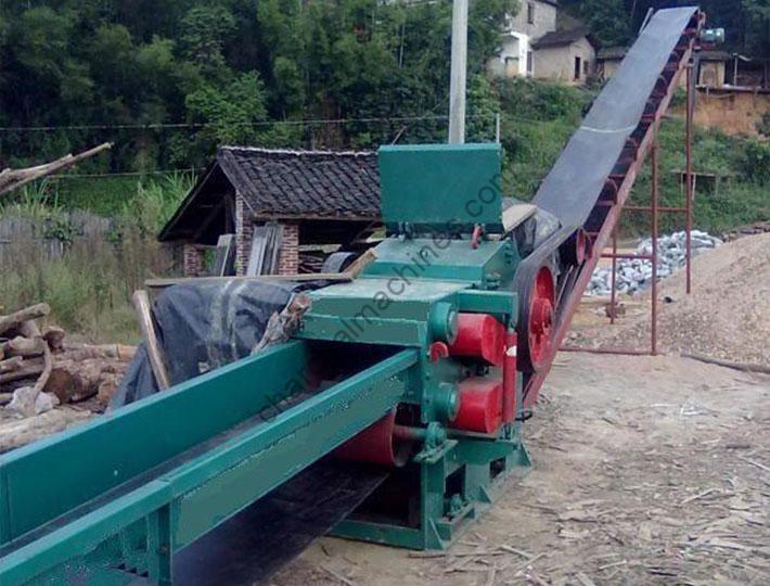 log chipper with the automatic conveyors