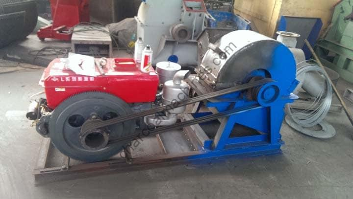 wood crushing machine with diesel engine drive